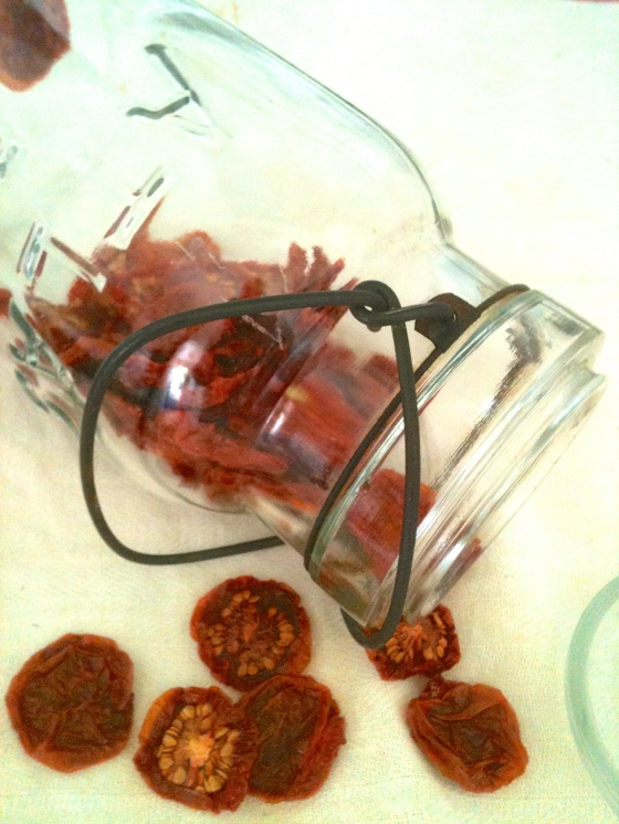 NutriSue - dehydrated tomatoes in a jar